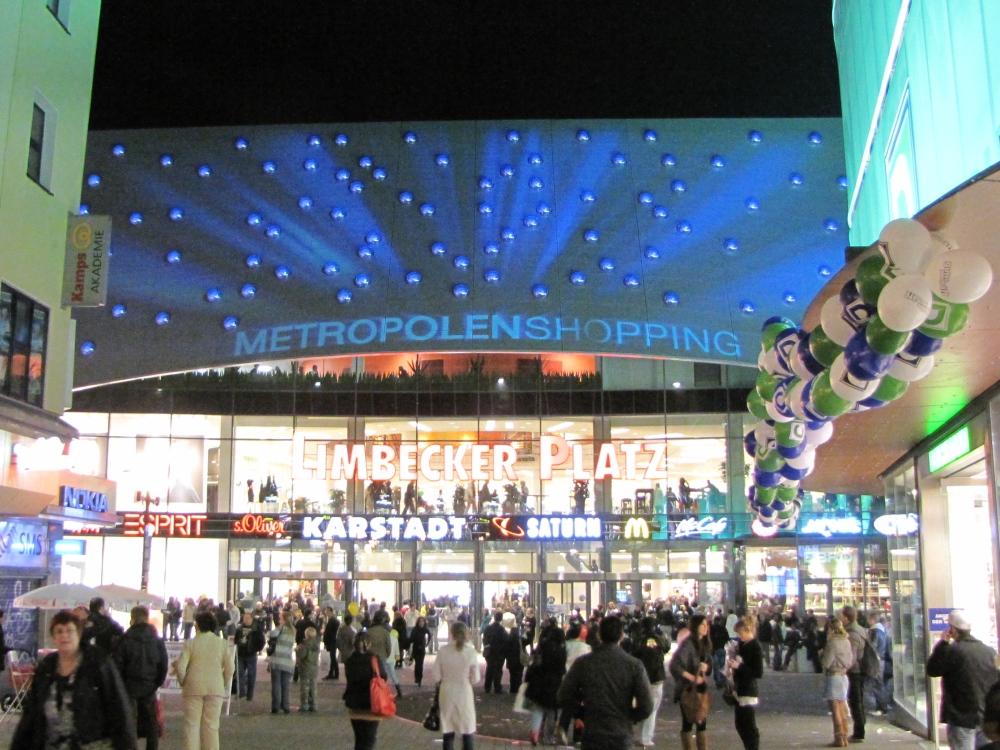 Limbecker Platz Eingang (c) iandus